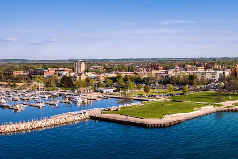 Best Cities and Towns to Visit on the Great Lakes